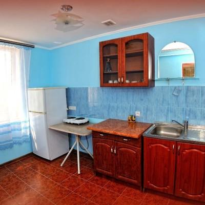 Кухни в номерах гостевого дома «Розовый фламинго» у мыса Казантип, фото 2