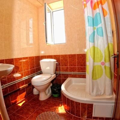 Сан.узел в номерах гостевого дома «Розовый фламинго» у мыса Казантип, фото 1