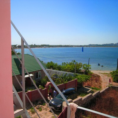 Вид на море из гостевого дома «Розовый фламинго» у мыса Казантип