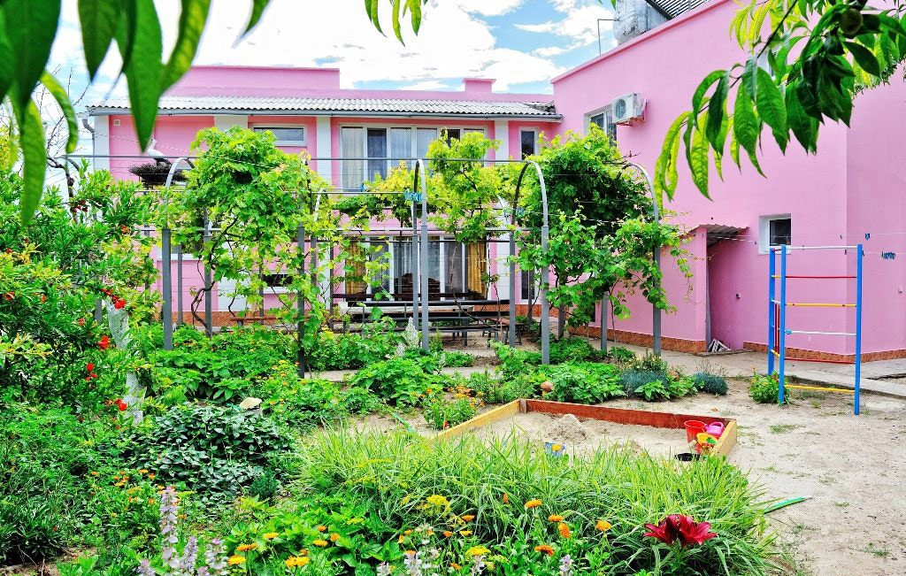 Гостевой дом «Розовый фламинго» в Мысовом у мыса Казантип в Крыму